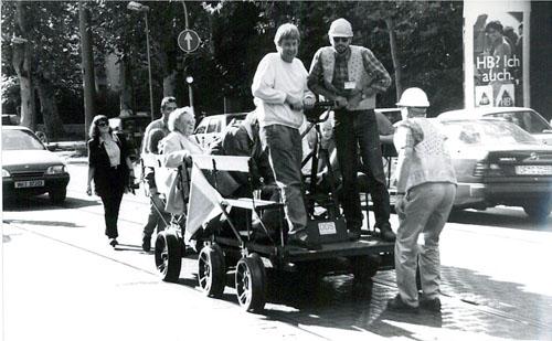 Draisinenfahrt in der Frankfurter Straße in Offenbach (Foto am 5.9.1996. S.Kyrieleis)