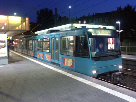 """Der Typ """"U4"""" ist überwiegend auf der Linie U2 im Einsatz, hier an der Station Heddernheim (Foto: S.Kyrieleis)"""