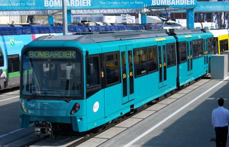 Stadtbahnwagen des Typ U5 von schräg vorne fotografiert, ausgestellt auf der Messe Innotrans