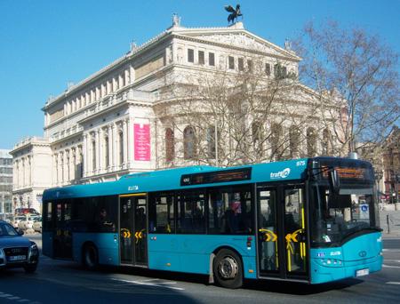 Bus Typ Solaris Urbino 12 vor der Alten Oper