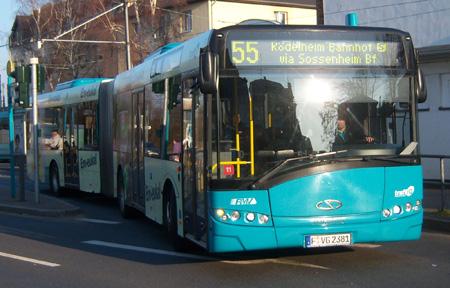 Solaris Gelenkbus an der Straßenbahnendstelle Zuckschwerdtstraße