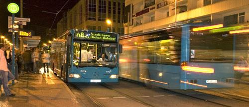 Nachtbuslinie n8 nach Höchst trifft sich mit anderen Nachtbuslinien an der Konstablerwache