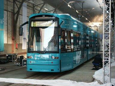 Neue Niederflurstraßenbahn bei ihrer Vorstellung im Depot Bornheim (Foto: S.Kyrieleis)