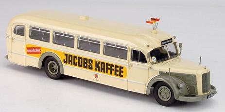 Metallmodell eines alten Frankfurter Mercedes-Haubenbusses mit Reklame Jacobs Kaffee