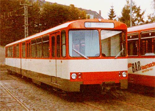 erster U2-Wagen in der Farbgebung orange/hellelfenbein/khakigrau im Betriebshof Heddernheim 1981 (Foto: S.Kyrieleis)