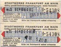 Streifenfahrkarte mit blauen Stempelfeldern auf weissen Papier (Scan: G.Wenzl)
