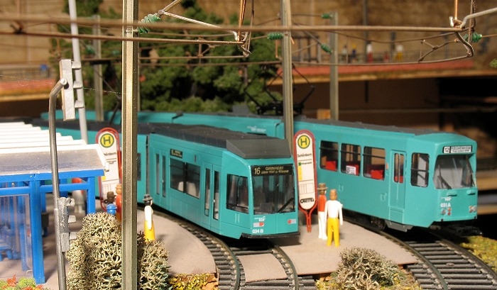 Modellstraßenbahnen nach Frankfurter Vorbild an Endstelle