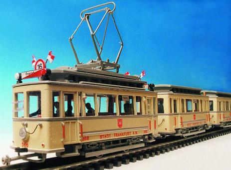 Modellstraßenbahn C-Tw. und c-Bw. mit Festtagsbeflaggung von Lars Uenver (Foto:Hersteller)