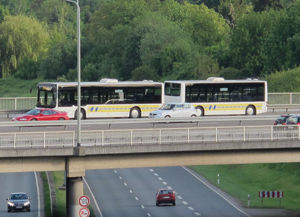 » Aktuelles » 20130524_Ffm_Anhaengerbus.jpg