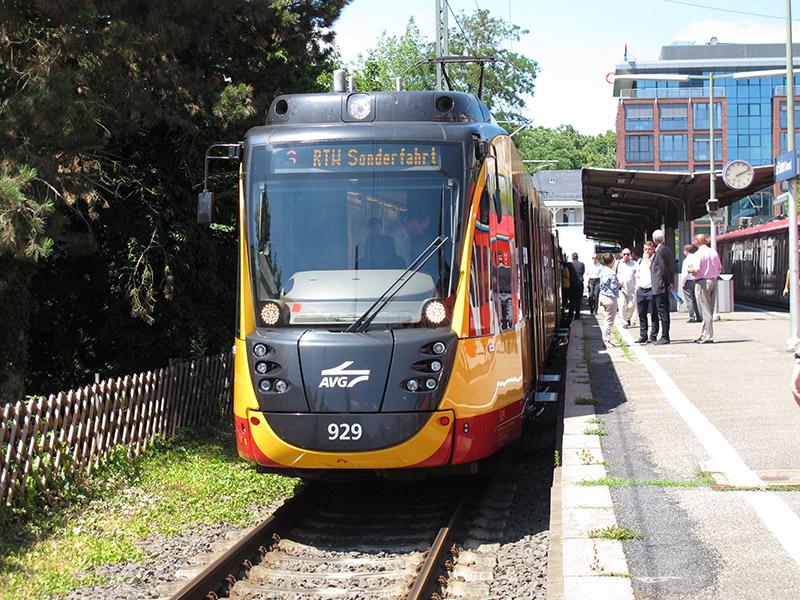 Gelber Zweisystem-Stadtbahnwagen des Typs ET 2010 der Albtal-Verkehrs-Gesellschaft am 24.06.2017 auf Sonderfahrt in Bad Sodensonderfahrt