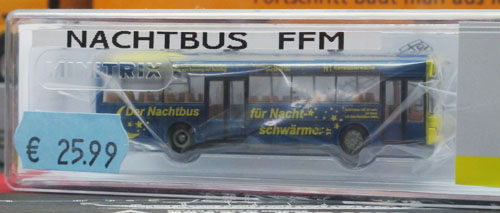 Modelle eines Frankfurter Nachtbusses von Trix in blau mit gelben Mond und Sternen