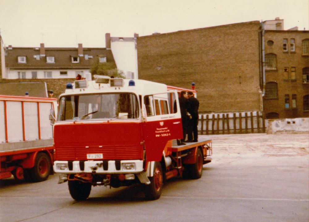 Rüstwagen-Schiene der Feuerwehr Frankfurt mit absenkbaren Schienenrädern